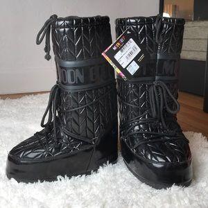NWT Tecnica Black Royale Moon Boots
